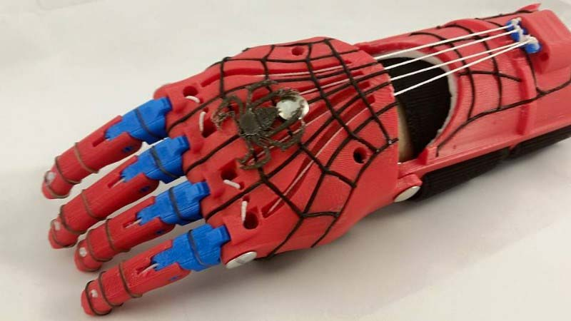 spiderman hand 800x450